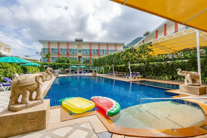 ♥ Family Getaway ♥ 1BR   2 sofabeds   Pool   Beach