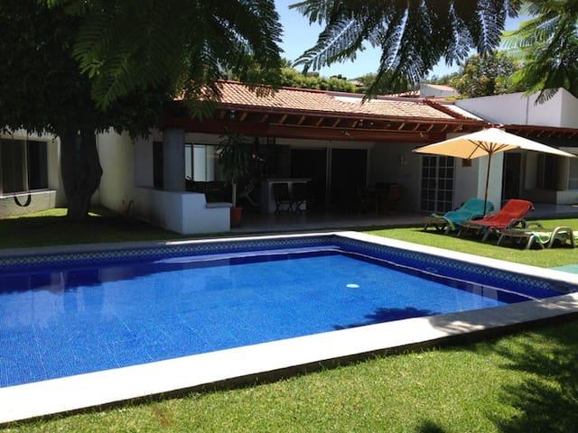 Bonita y cómoda casa en Cuernavaca! - Alpuyeca - Huis