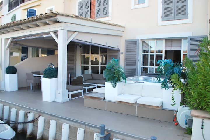 Superb renovated double house with a jacuzzi, A/C, WIFI and a 16m mooring
