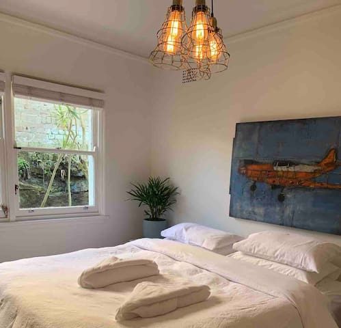 Best location for beach & cafes! 2 BDR in Bronte