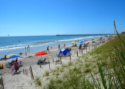 $860 Spring Week! BEACH+POOL+LUXURY = perfection. - Surf City