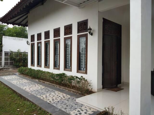 FULL HOUSE (5 KAMAR) dekat Stasiun LRT Punti Kayu