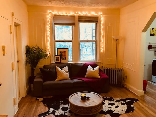Sunny room in prime williamsburg location!!!!!!!