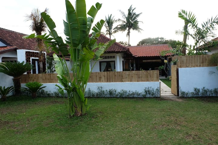 1br Villa in Kekeri Lombok w kitchen n dining