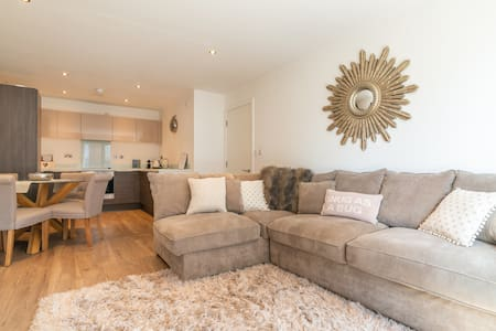 Luxury City Centre NQ 2 Bedroom Flat FREE ParkingⓅ