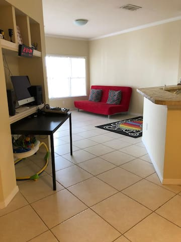 Cozy Apartment, 10 minutes away from Universal
