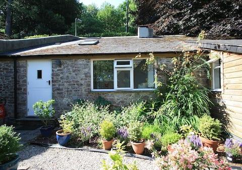 Garden Cottage - a hidden luxury cottage in Totnes