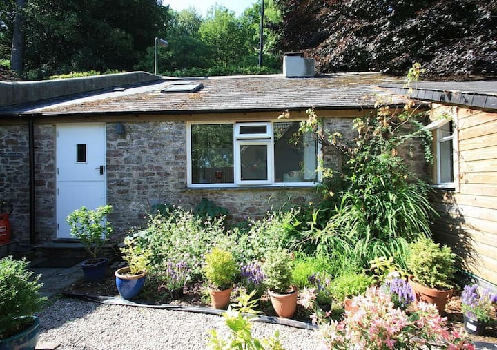 Garden Cottage - a hidden luxury cottage in Totnes