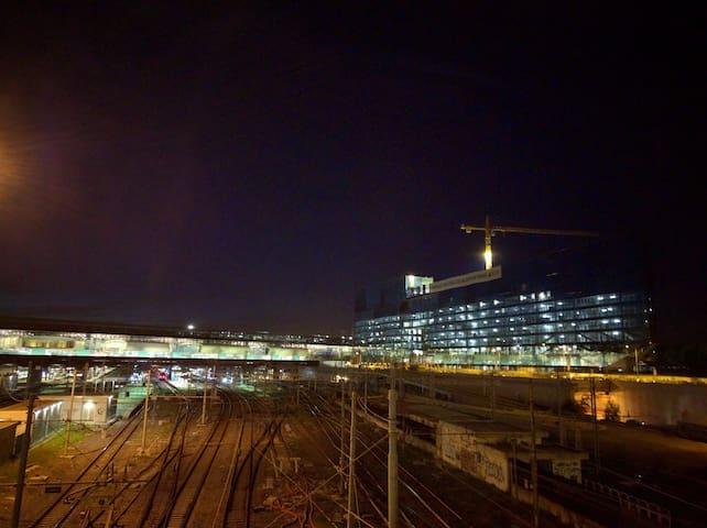 La stazione Tiburtina FS (vista notturna)
