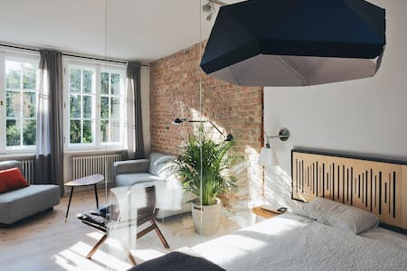 Bright and sunny Apt in the heart of old town