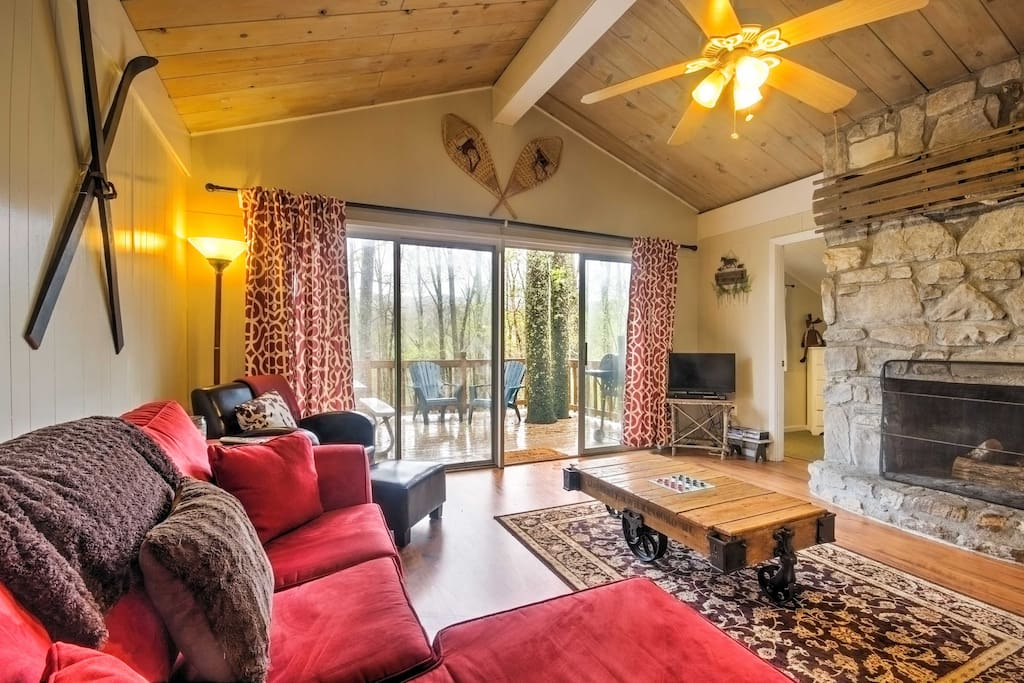 The living room features comfortable furniture for you and your traveling companions to relax on while you watch shows on the flat-screen cable TV or warm up by the stone wood burning fireplace.