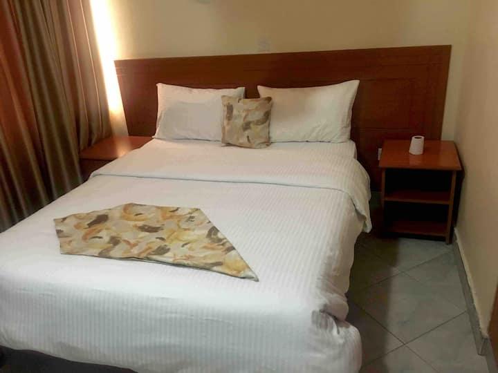 Enock Hotel—Opposite Nairobi National Park