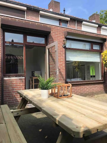 BREDA CENTRUM Apartment with garden, Free parking!