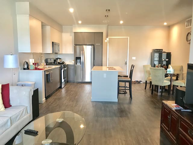 Lux 1BR/BA with pool in central Silicon Valley