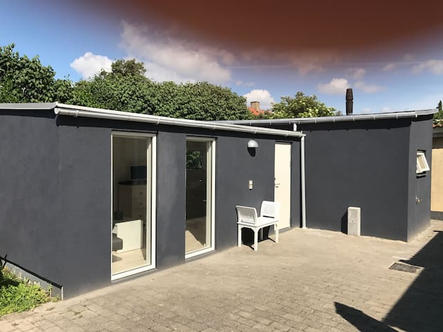 Guesthouse near Copenhagen, airport and beach.