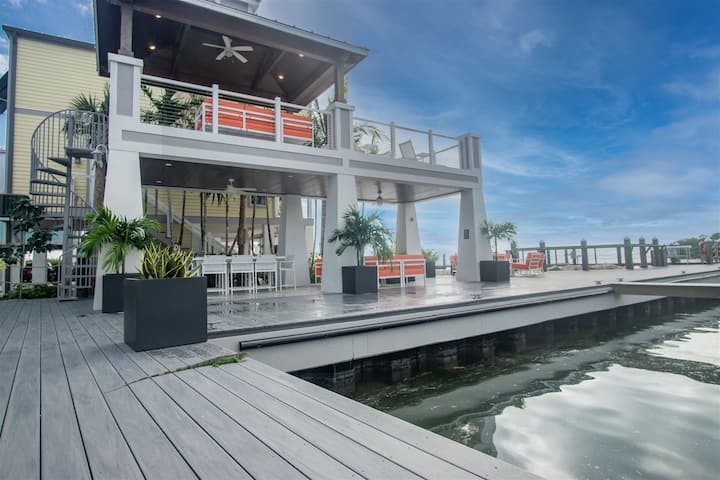 007 Conch Cottage Dockage included with paddle board and Kayak