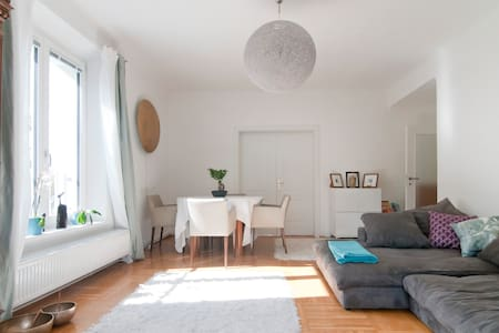 Big sunny apartment with balcony for 3 - Wenen
