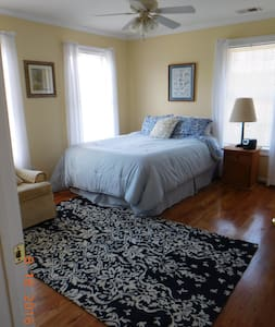 2 Bedroom Family Suite sleeps 5 - Easley