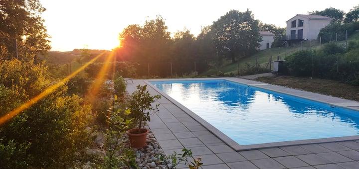 Gîte Mauzac Tarn vue sur vallée et grande piscine