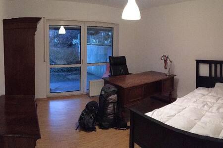 Doppelzimmer mit Terrassennutzung in grüner Lage