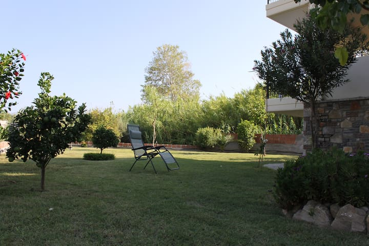 Spacious house with garden - Erateini