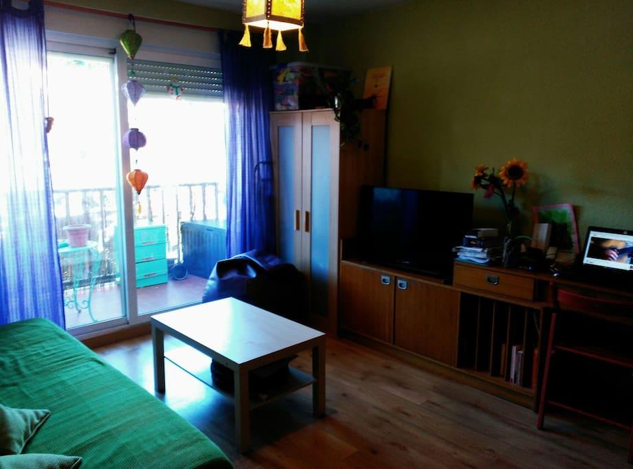 Apartamento con piscina y jard n apartamentos en for Apartamentos en madrid con piscina