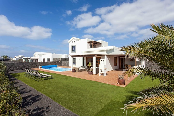 Lovely Villa Very Close To The Sea