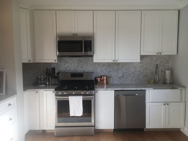 New Apt in Dtown WP, steps from CityCenter&Train!