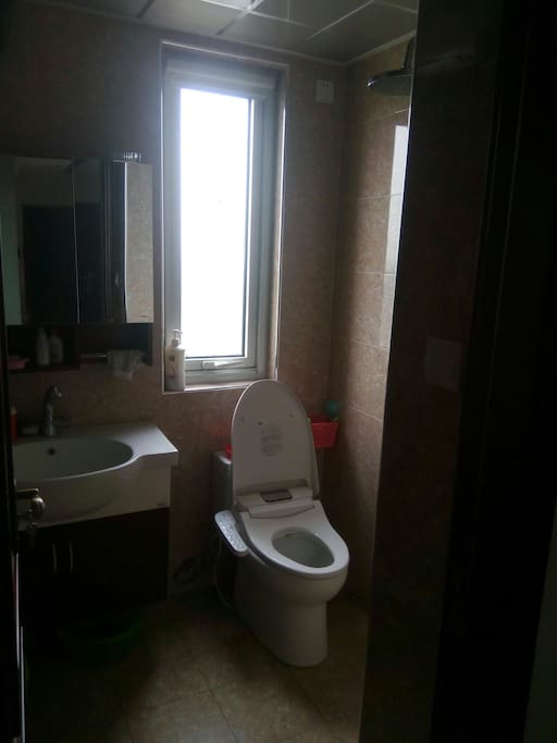 共享卫浴,自动冲洗马桶。