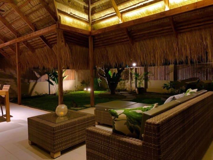 Halamanan Villa Kalachuchi w/ garden & common pool