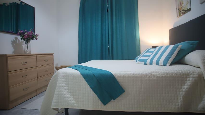SEAFRONT 1 bedroom groundfloor apartment. Pembroke