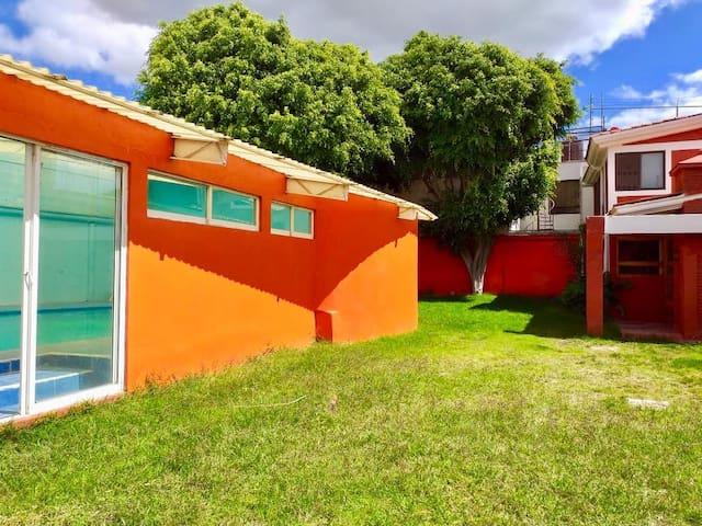 Casa tipo cabaña en la Ciudad de Puebla.