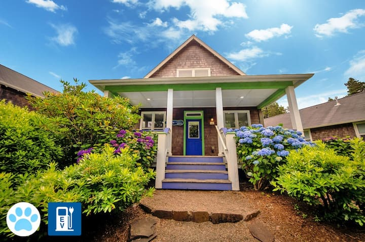 Pretty Bella Beach Home with Large Hot Tub, Ping-Pong and EV Car Charger!