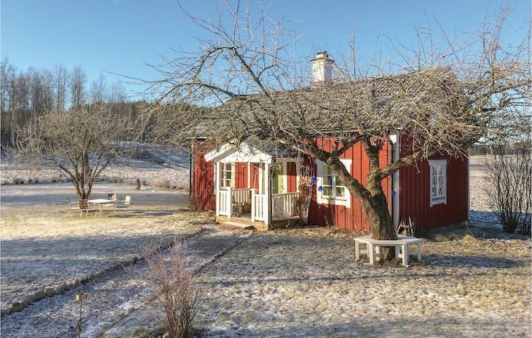 Former farm house with 1 bedroom on 66m² in Malmköping