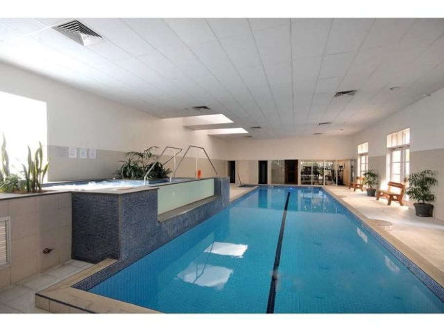 On request: free access to nearby private leisure complex with spa, sauna, gym and lap pool