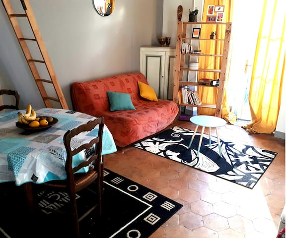 A CHARMING FLAT STUDIO CLOSE TO ETAMPES DOWN TOWN - Étampes - Apartment