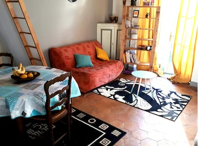 A CHARMING FLAT STUDIO CLOSE TO ETAMPES DOWN TOWN - Étampes - 公寓