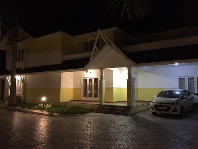 Serene Villa, spacious,new, vibrant - Kerala - Villa