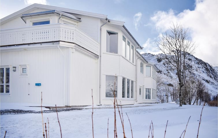 Holiday apartment with 2 bedrooms on 98m² in Bøstad