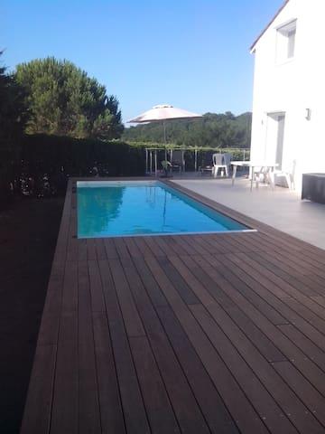 Centre Bordeaux à 8 mn, grande maison avec piscine - Bouliac