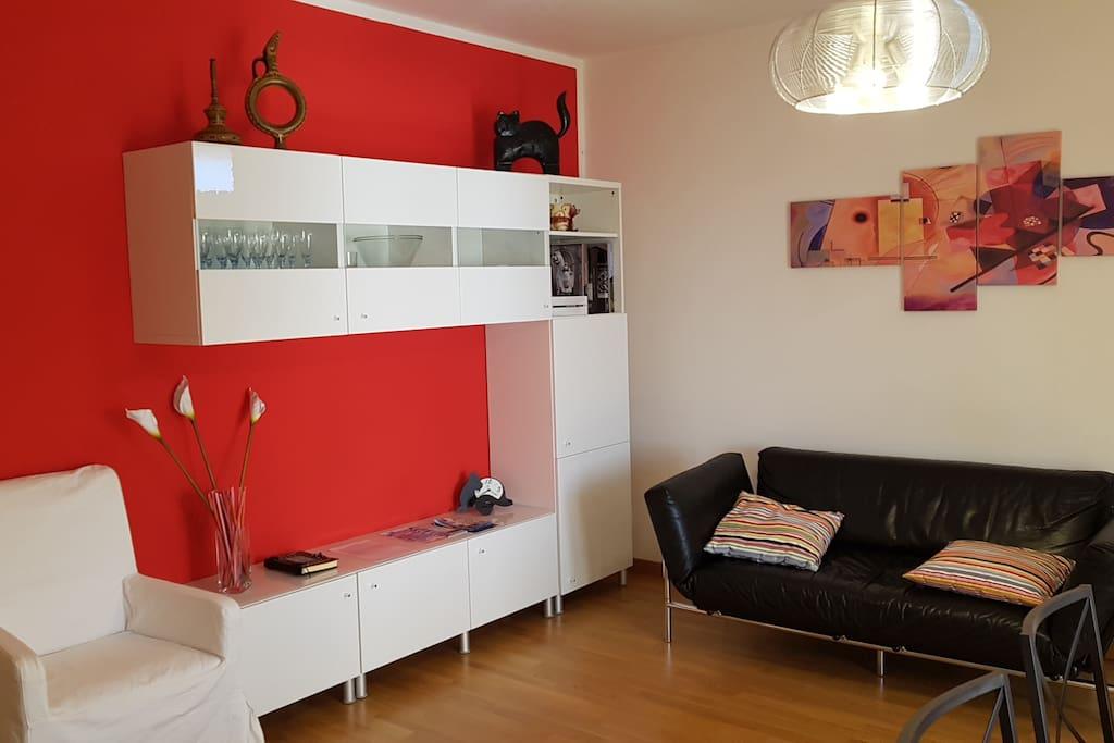Luminoso appartamento con garage e biciclette wohnungen for Log garage con appartamento