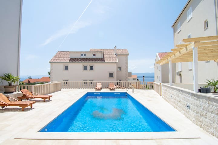 S3 - 2BR apartment with terrace, sea view and pool