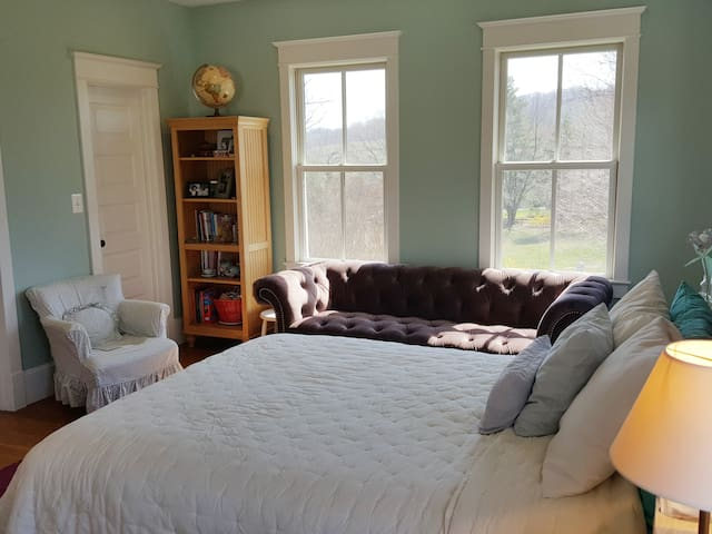 Blue Hill Farm B&B - Room With a View 4