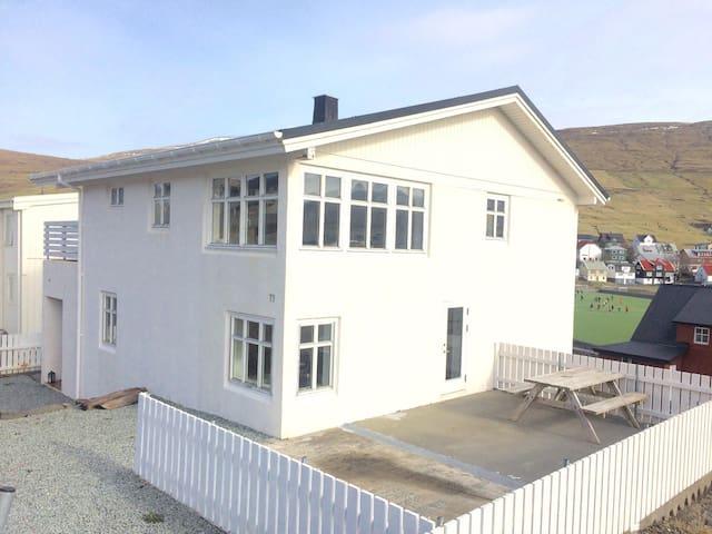 Cosy house in Miðvág - Vága Municipality - Casa