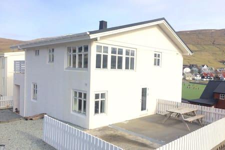Cosy house in Miðvág - Haus