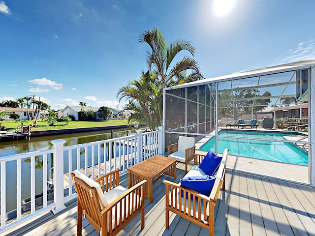 Canalfront 3BR w/ Pool & Hot Tub