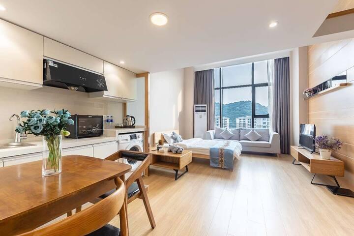 杭州柒月音乐学院转塘美院loft公寓温馨亲子大床