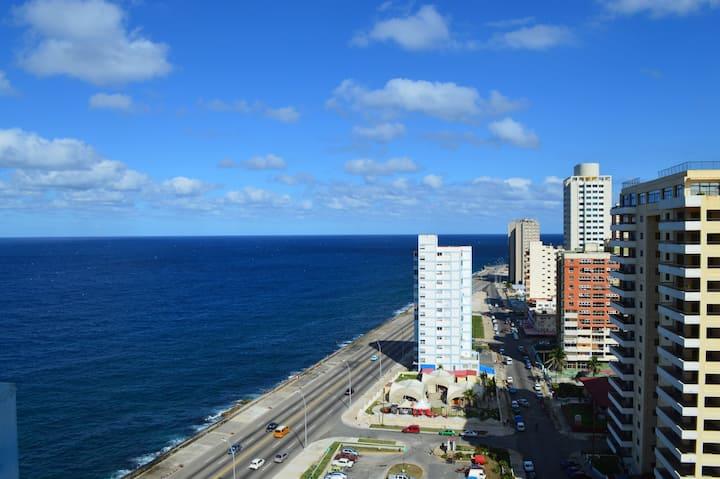 Tu apartamento con vista al mar y a la ciudad