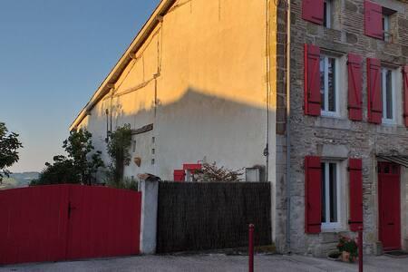 """Maison LINDA à GRATELOUP   chambre """" exotique """""""
