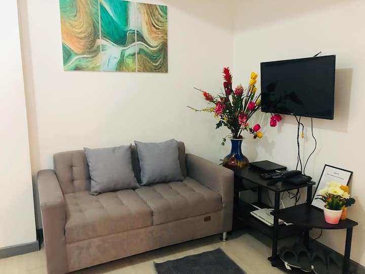 2 BR City View Fully Furnish w/ Balcony & Parking